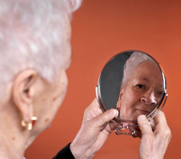 fear of reflection in dementia